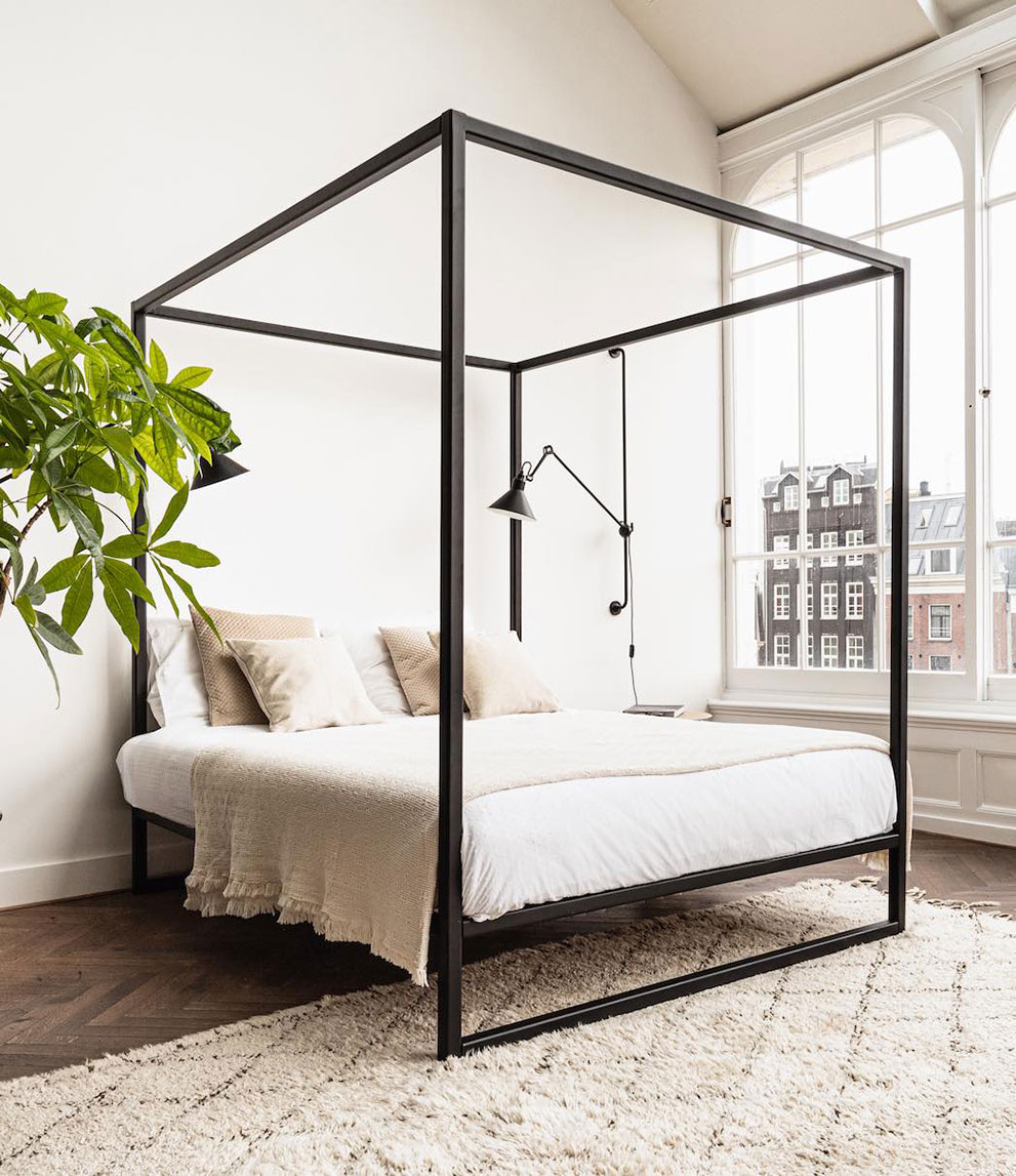 Zwart metalen bed